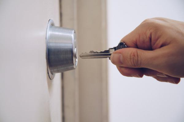 Comment fonctionne une fermeture motorisée des serrures multipoints ?