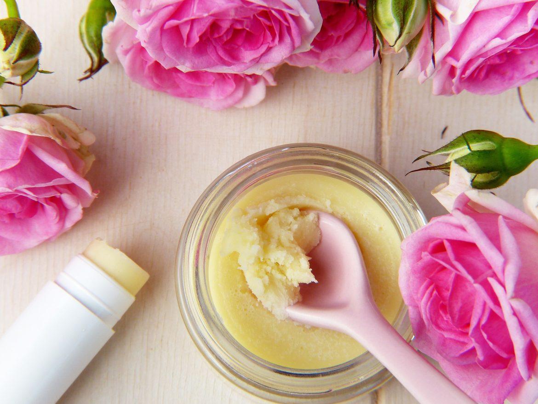 Prendre soin de sa peau sèche et sensible : 2 conseils pratiques